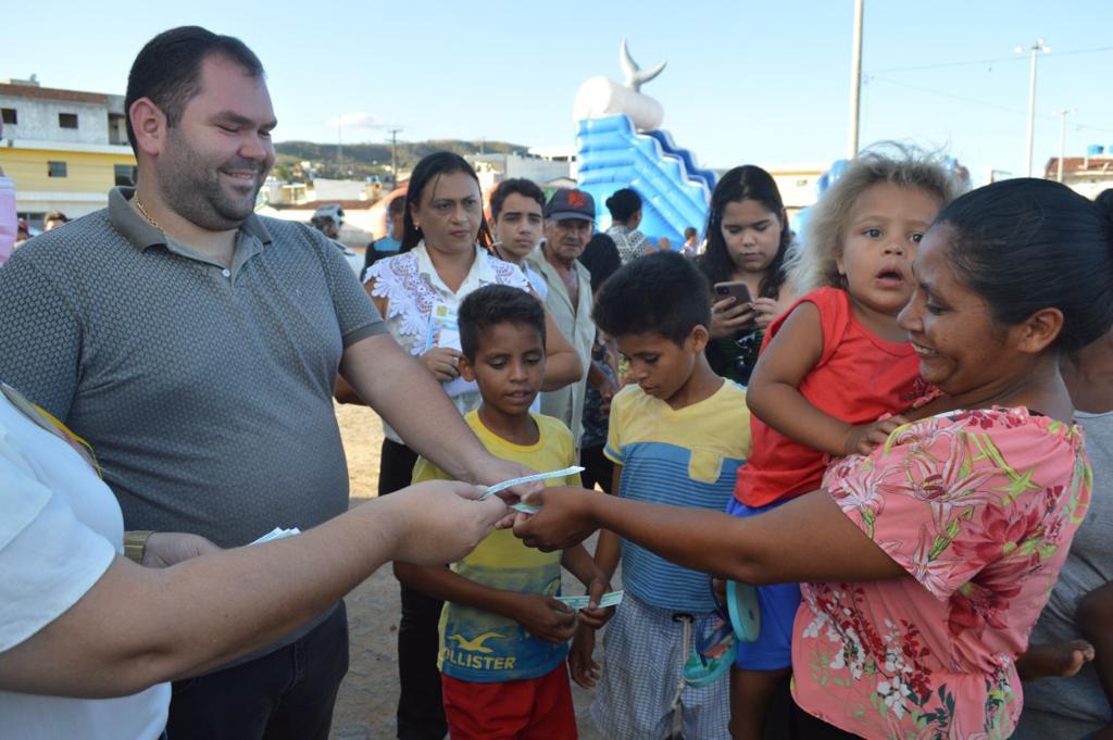 DIA DAS CRIANÇAS: Alagoinha faz festa e crianças participam de brincadeiras, com brindes e lanches