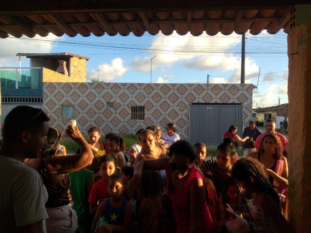 Macel e Dona Mércia organizam festa para as crianças dos Bairros Antônio de Chico e Jardim Lucena