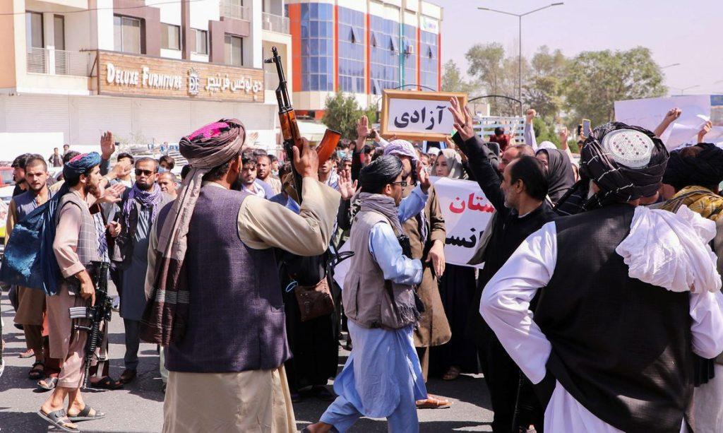 Talibãs recusam ajuda dos Estados Unidos no combate ao Estado Islâmico