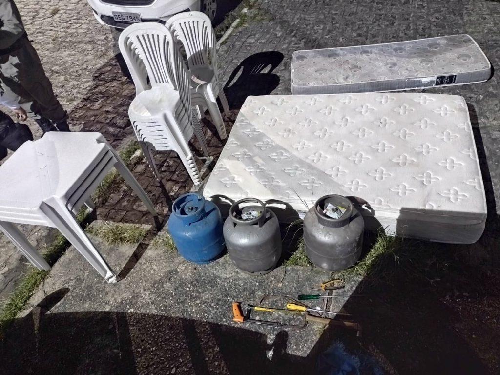 Polícia prende suspeitos de arrombar casas de veraneio na cidade de Lucena